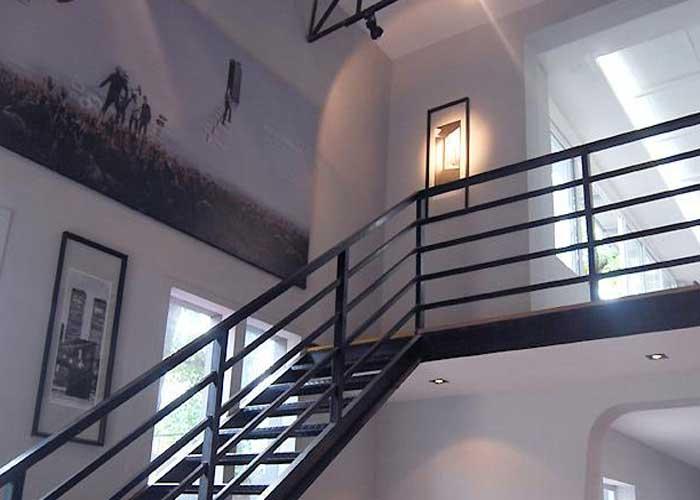 二层楼室内楼梯设计图-农村靠墙楼梯图片大全-一楼到二楼楼梯效果图
